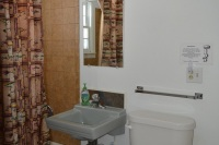 Fishermans-Dock-Bathroom
