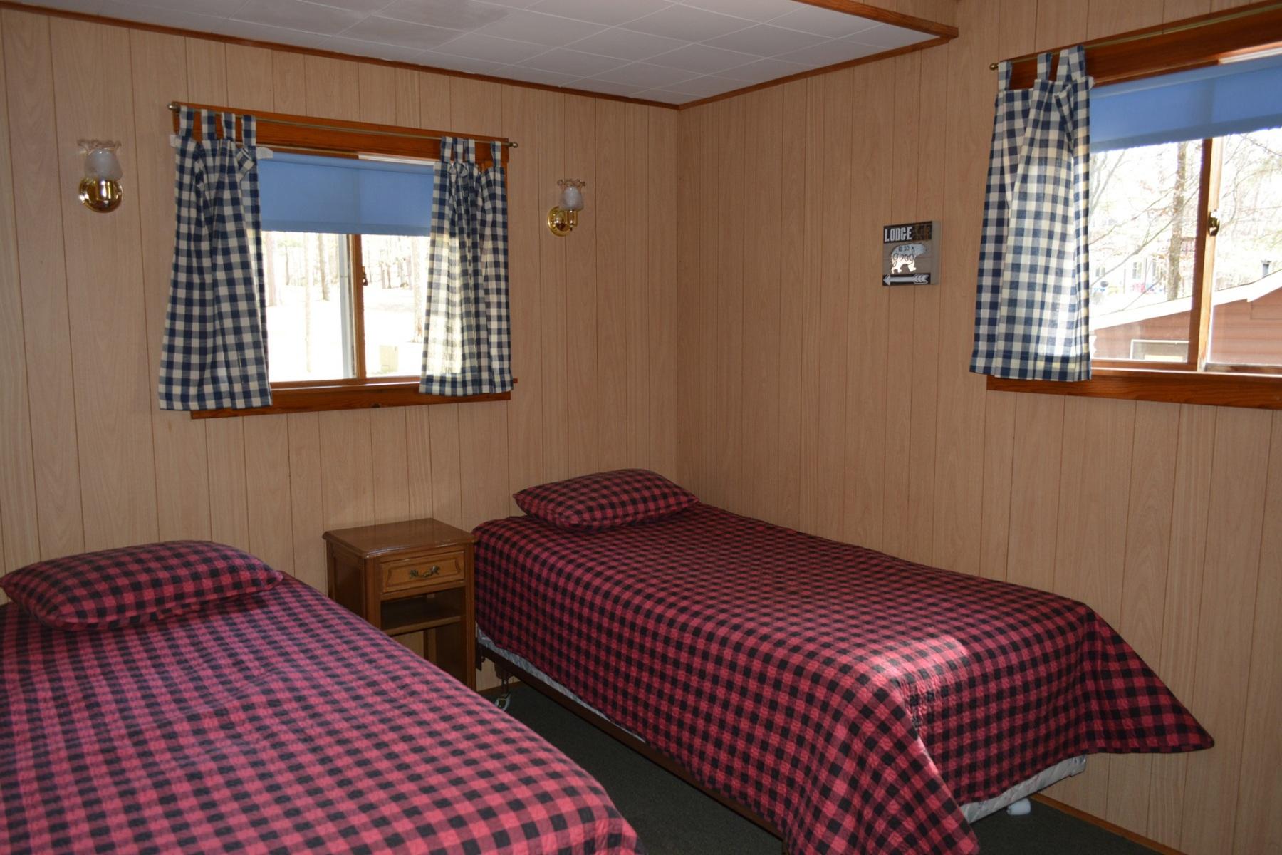 Musky-Hut-Twin-Bedroom