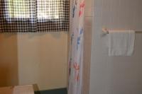 Musky-Hut-Bathroom